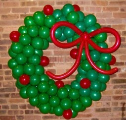 Balloon_Wreath_52b24e8a2f499.jpg
